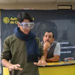 Estudiantes aprenden a conducir con tecnología virtual de simulación